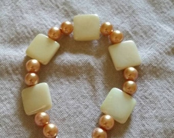 Pearlescent Fawn/gold and pearlescent white square bead bracelet