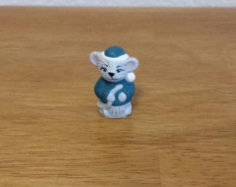 Ceramic Tiny Mouse Holding Tail(#131A)