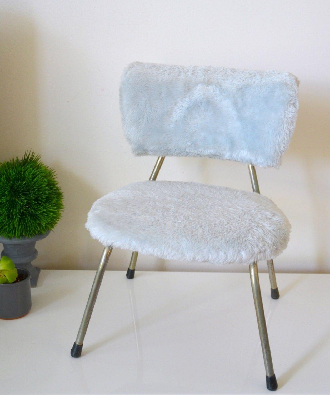 Chaise moumoute enfant bleue vintage chair haute juice for Chaise medaillon enfant