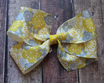 Yellow, Grey, and White with Grey with Dots or Yellow with Dots Center Pinwheel
