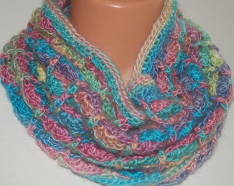 Candied Posts Cowl