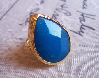 Handmade gold plated ring with blue tear drop agate
