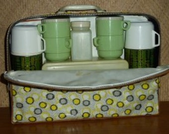 1960's Soft Case Picnic Set