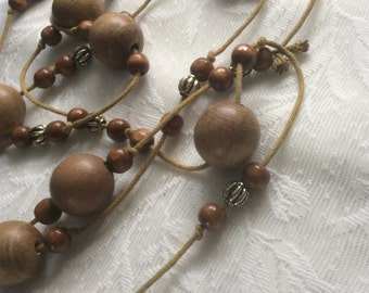 Vintage wooden bead necklace, vintage beaded necklace, vintage necklace