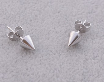Simple Geometry Spike Solid Cone Design Small Stud Earrings in Sterling Silver e37