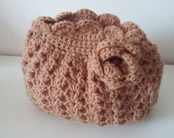 Beautiful vintage purse with pink crocheted