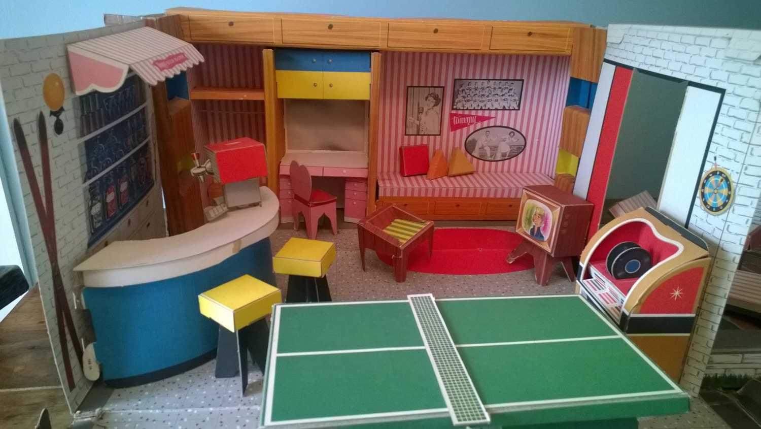 Collectible 60s Ideal Tammy Fold Out Dollhouse With Furniture