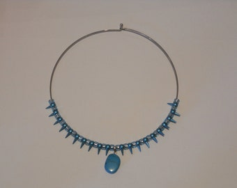 Funky aqua/blue toned spiked silver chocker necklace with aqua stone pendant.