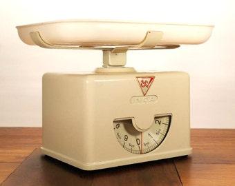 INCA 1950s kitchen scale