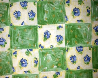 Scandinavian Vintage 1960s in green,white and blue flower quilt fabric in cotton from Sweden.