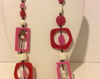 Pink, red and white long resin beaded link necklace