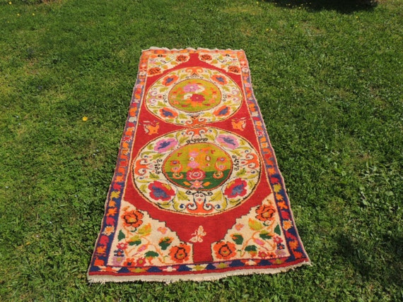 Vintage turkish area rug with lovely bright by khalkedonkilims for Bright floral area rugs