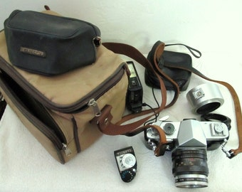 30% Off@A 60s YASHICA Pentamatic CAMERA And Accessories,Made in JAPAN.