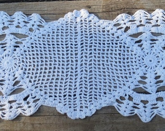 Vintage Lace Crocheted Doily Runner 7-1/2 x 18 Inches
