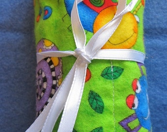 Silly Insects  On Fabric Twenty Four Crayon Roll Up Crayons Included