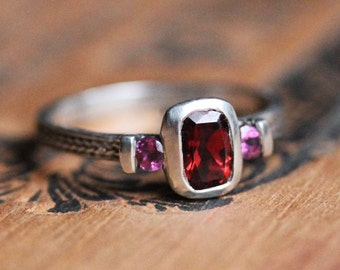 3 stone ring, garnet ring, unique mothers ring, birthstone ring, January birthstone, wheat braid ring, oxidized ring, ready to ship sz 6
