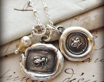 Queen Bee Wax Seal Necklace ~ Honey Bee and Crown Necklace ~ Moms necklace ~ Gift for Mom or Grandma ~ Gift for Her - EP240