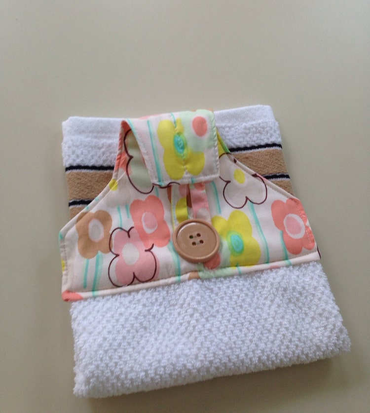 Quilted topper hanging towel set for kitchen or by for Quilted kitchen set