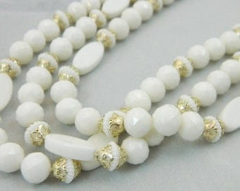 White-Vintage Necklace and Earring Set