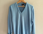 1960s blue Mens sweater / v neck sweater pullover lightweight sweater Hudsons dead stock