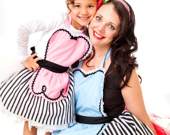 Mother or Daughter aprons for kids RETRO apron 50s Diner style  in black and pink  childrens full apron