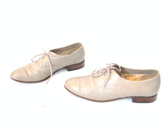 TAUPE leather oxfords vintage 1960s 60s POINTED toe minimal preppy mid century OXFORD shoes size 8.5
