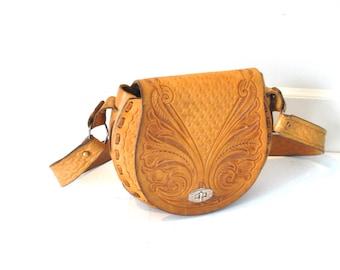 70s boho leather saddle 1970s vintage caramel tooled leather purse