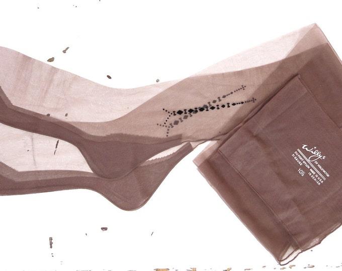 Vintage Nylon Stockings - 1940s Seamed Willys of Hollywood Vintage Stockings Size  10.5 (Large) - Seamed Stockings