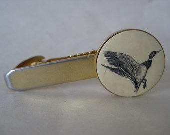 Duck Scrimshaw Tie Clip Gold Off White Vintage Bird