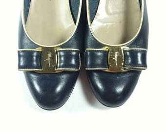 Vintage Salvatore Ferragamo Shoes / Navy Leather Pumps with Bow / size 7 7.5