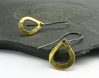 Petite Teardrops. Minimalistic Earrings with Raw Brass and Hammered delicate dangle. Nickelfree, modern earrings.