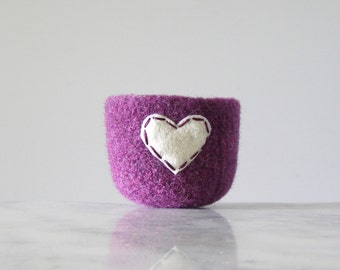 felted wool bowl  -  purple heather wool with off white eco felt heart - ring holder, anniversary gift - ring bowl - romantic