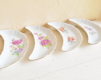 Set of 4 Four Old Floral Porcelain Bone Oyster Shell Dishes Small Crescent Gold Trim
