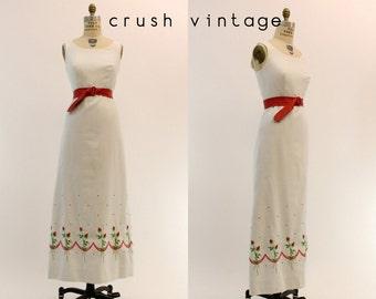70s Maxi Dress Medium / 1970s Vintage White Pique Rose Embroidered Dress / Rosebud Dress