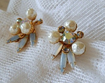 Beau Jewel earrings, vintage clip on earrings, pearls and aurora borealis rhinestone, vintage jewelry, wedding jewelry