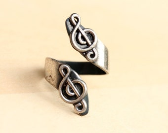 Music Note Twist Ring