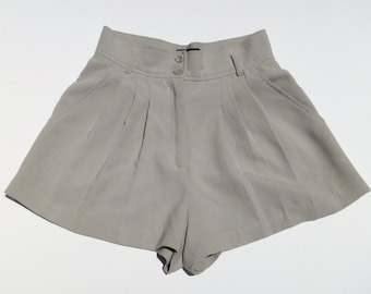 GRAY DAYS // grey 1980s or 90s high waisted shorts S / M
