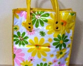 Vintage 1960's Plastic Tote Bag // 60's Mod // Flower Power // Yellow Green Pink White // Beach Bag // Shopping Bag