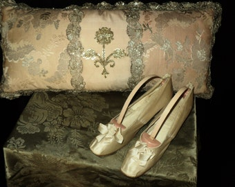 Antique Edwardian Cream Silk Wedding Shoes With Bows Louis Heel Great Condition 1912 Museum Quality Titanic Era