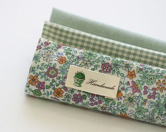 Lovely Green Daisy on Cotton FAT Eighth set of 3, U270