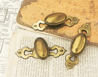 4 salvaged vintage drawer knobs pulls handles with backplates