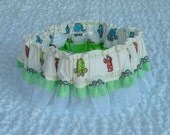 """Paws on Ivory Dog Scrunchie Collar - green ruffle - L 16"""" to 18"""" neck - TRY ME PRICE"""