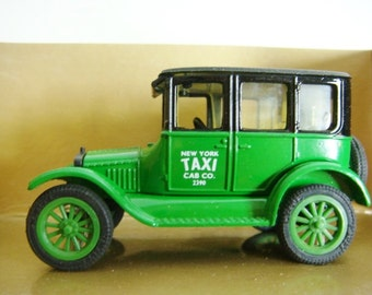 Ertl 23 Model T Ford Sedan - New York Taxi Cab Company 1:43 Scale MIB