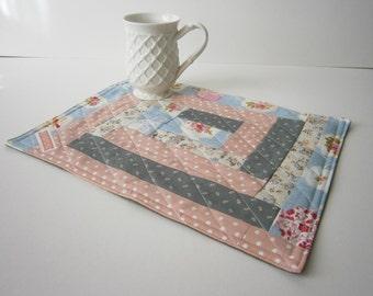 Mini Quilt, Mug Rug, Table, place Mat.