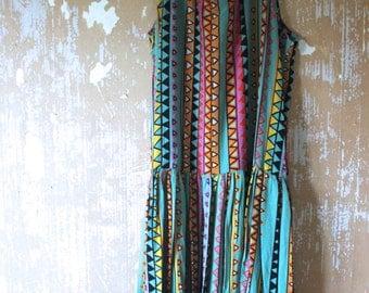 vintage.  Green Tribal Print Flowy Tank Dress // Bohemian Freespirit // Free Size