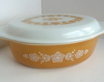 Pyrex Butterfly Gold Oval Casserole Dish  With Original Lid 2.5 Quart