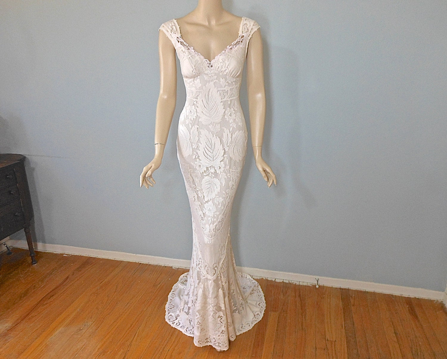 Bohemian MERMAID Lace Wedding Dress VINTAGE Inspired Boho
