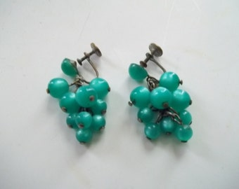 Vintage 1950s Green Turquoise Moon Glow Lucite Grape Dangle Screw Back Earrings