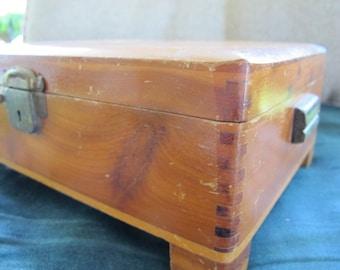 SALE // vintage WOOD BOX vanity hinged wood TRiNKET Jewelry mechanical latch