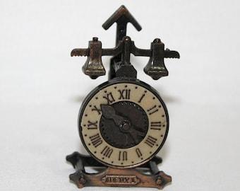 Old Fashioned Alarm Clock Pencil Sharpener  (443-3)